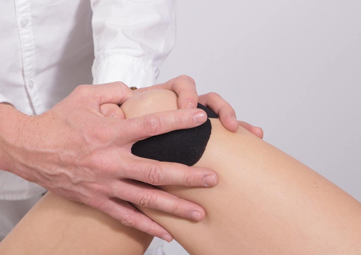 Ból kolana - co robić?